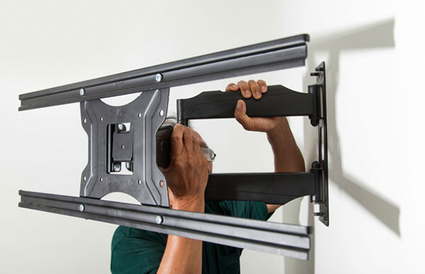 TV Mounting Services | Professional TV Installation | Expat IT Paris, France